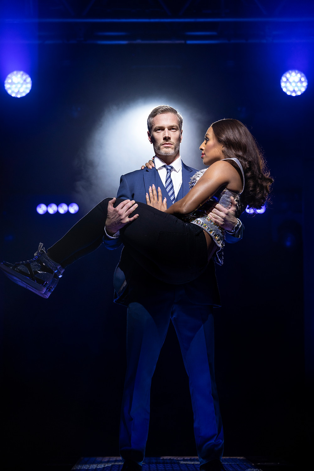 Alexandra Burke 'Rachel Marron' and Beno+«t Mar+®chal 'Frank Farmer' in The Bodyguard UK Tour - 2772 - Photo by Paul Coltas (2)
