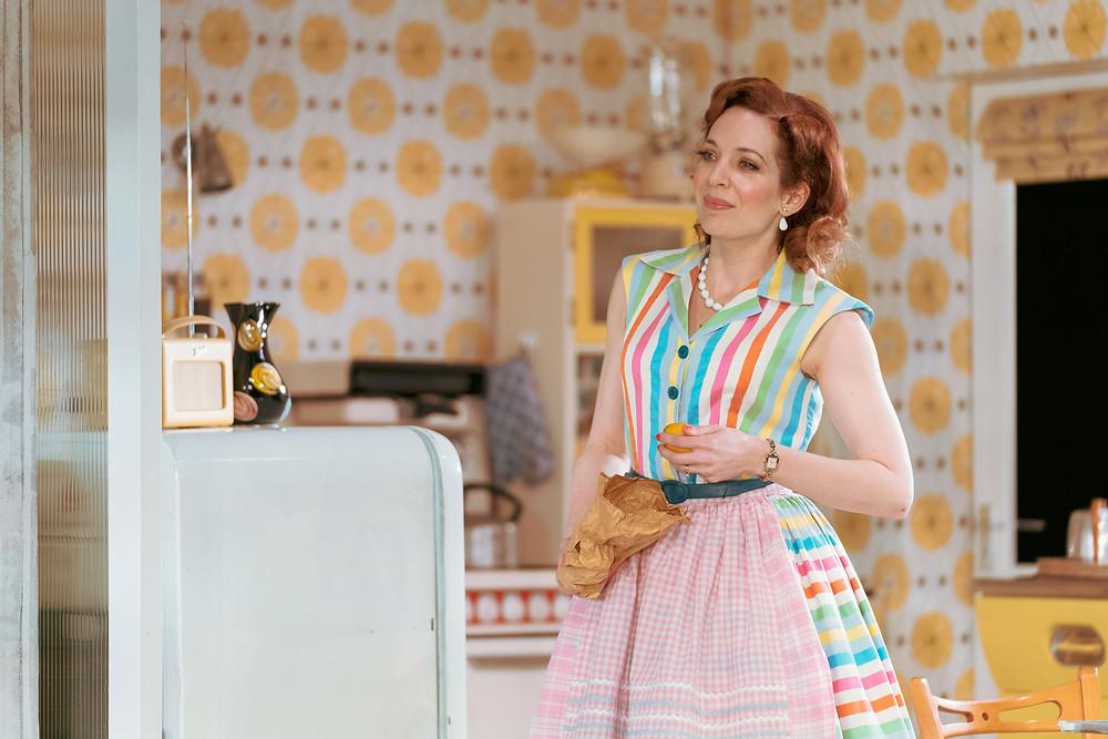 Home, I'm Darling - Katherine Parkinson as Judy - Credit Manuel Harlan - (20)