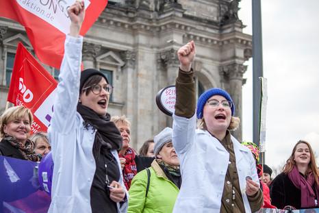 "Aktion am Bundestag ""Weg mit 219a"""