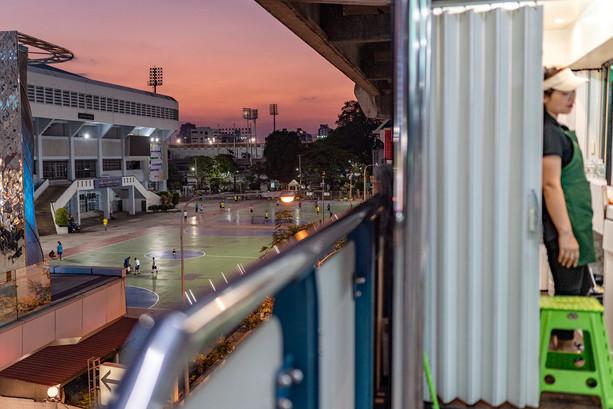 Bangkok live in between