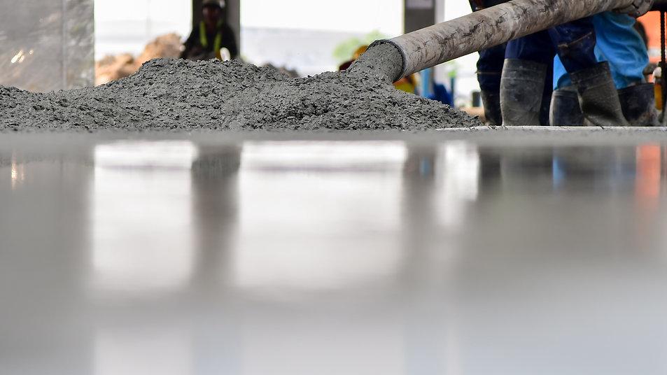 Construction worker Concrete pouring dur