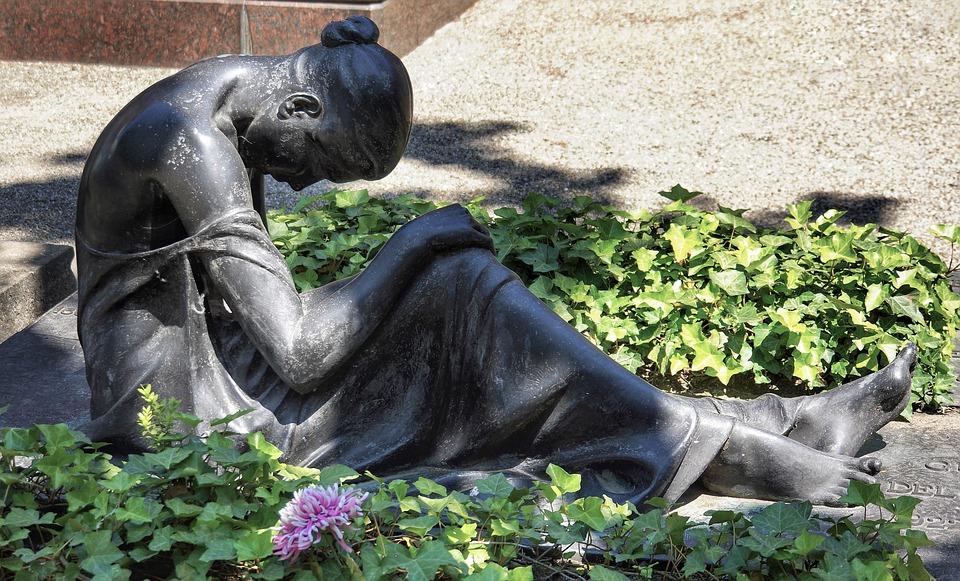 grave statue.jpg