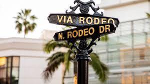 rodeo drive pillar.jpg