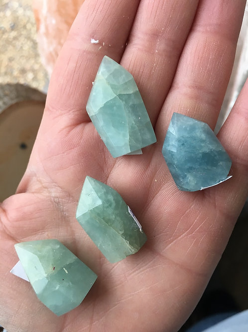 Mini aquamarine points