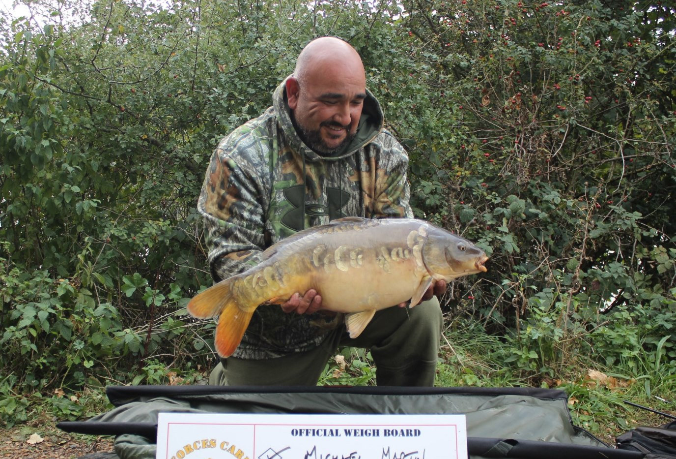 24. Peg 6. Martin with a cheeky Mirror.J