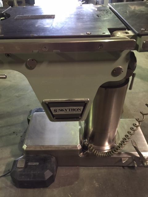 Surgical table skytron 5000