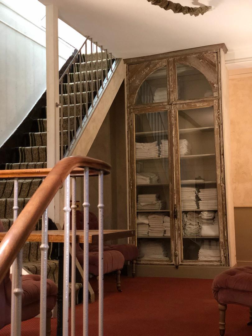 hotel abbaye longpont armoire ancienne