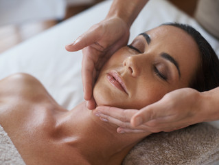 Facial Treatments: How to Decide Which is Best For You