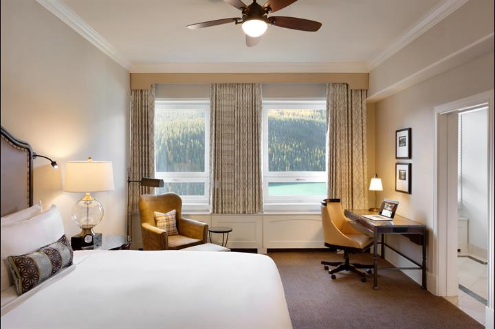 Fairmont Chateau Lake Louise Room