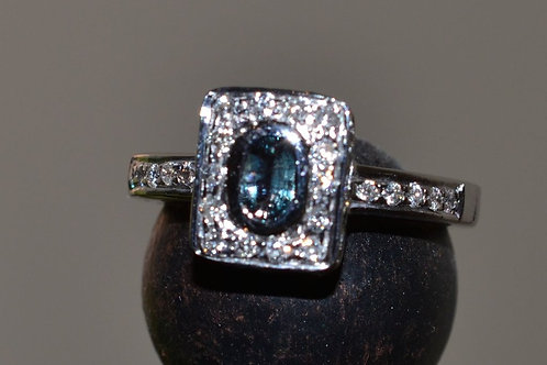 0.38ct アレキサンドライトとダイアモンドの指輪