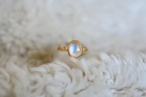 ブルームーンストーンとダイアモンドの指輪