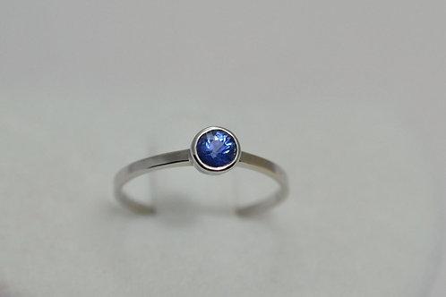 シンプルデザイン サファイアの指輪 18k