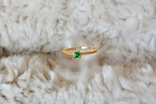 華奢なエメラルドの指輪 18k