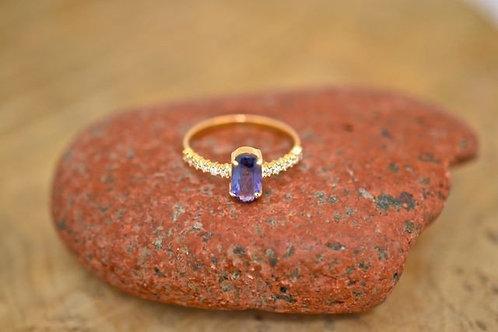 0.9ct タンザナイトとダイアモンドの指輪