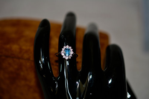 0.65ct 激変カラーチェンジ!アレキサンドライトとダイアモンドの指輪