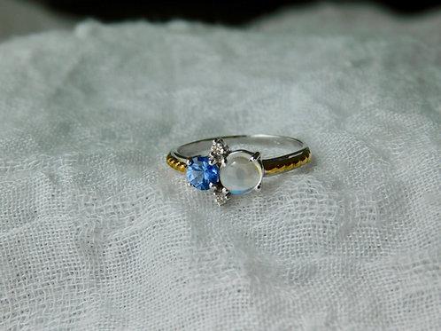 0.5ct ブルームーンストーンと0.25ct淡いブルーサファイアとダイアモンドの指輪