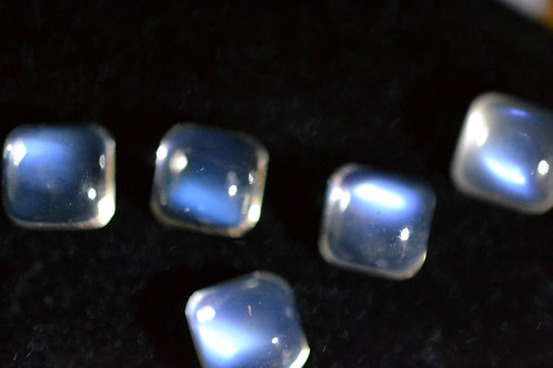 ABOUT 1.0CT SRI LANKA NATURAL BLUE MOONSTONE