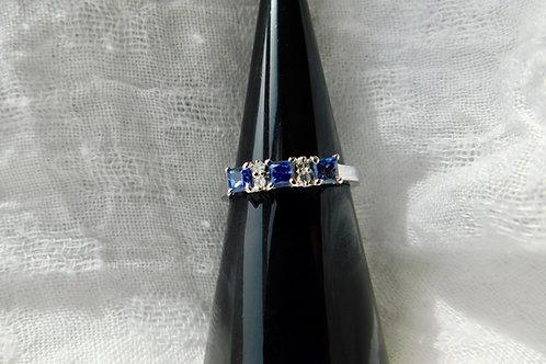 ブルーサファイアとダイアモンドの指輪 18k