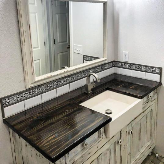 farmhouse vanity & countertop