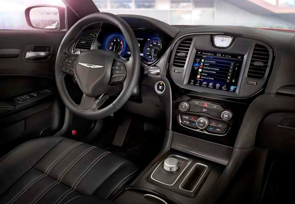 2015-chrysler-300s-interior-front3-600-001