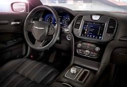 2015-chrysler-300s-interior-front3-600-001
