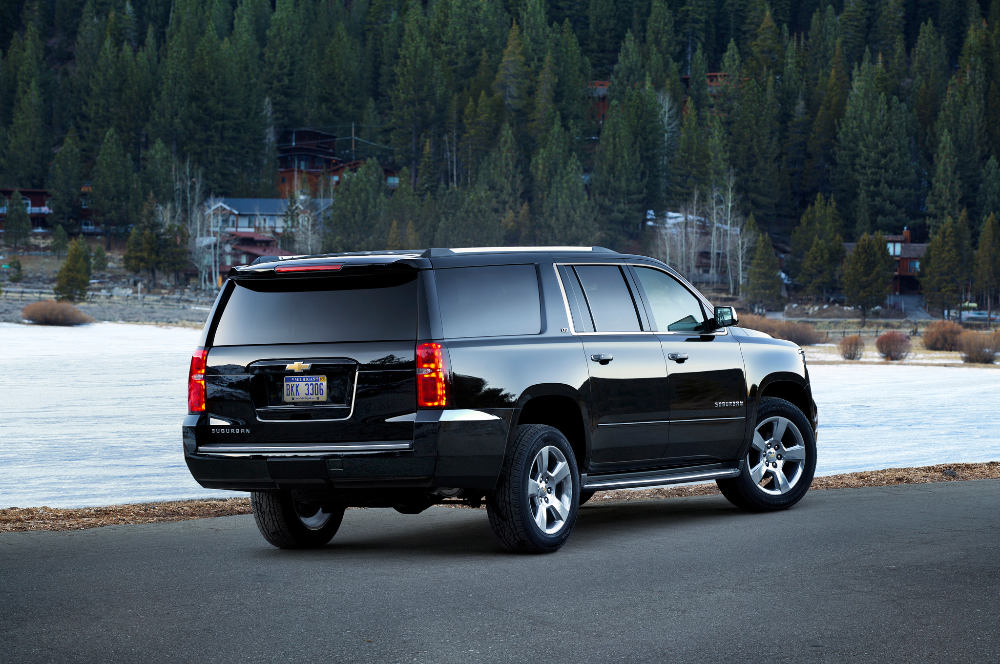 2015-Chevrolet-Suburban-rear-three-quarter1