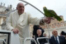 Célébrités avec perroquet - Pape François