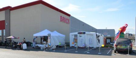 Grande vente sous la tente de Brick