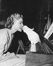 Célébrités avec perroquet- Lauren Bacall