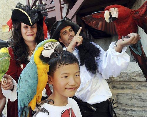 Publicité Le Soleil aux Fêtes de la Nouvelle-France avec Perroquet Pirate