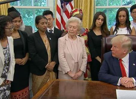 美国总统在白宫会见受迫害法轮功学员