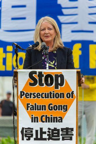"""哈德森研究所宗教自由中心主任妮娜·谢(Nina Shea)指出,宗教自由是川普政府国家安全策略报告的一部分。该报告将保护宗教少数作为美国国家安全策略的一部分。她说,""""我们不难看到这是为什么。对法轮功的迫害显示了中国政府最野蛮和残酷的一面。我们必须继续把这个议题摆在国会、美国政府和世界眼前。"""" 2018-06-21 (明慧网)"""
