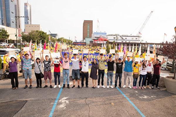 17名华人在纽约法轮功学员7.20反迫害19周年集会上,现场公开退出中共的党、团、队。(戴兵/大纪元)