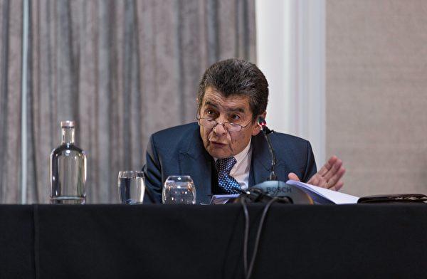 """英国御用大律师杰弗里·尼斯爵士(Sir Geoffrey Nice QC)担任主席的""""人民法庭""""判定,中共仍在活摘法轮功学员器官。(冠奇/大纪元)"""