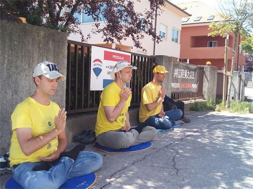 克罗地亚学员中领馆前和平抗议