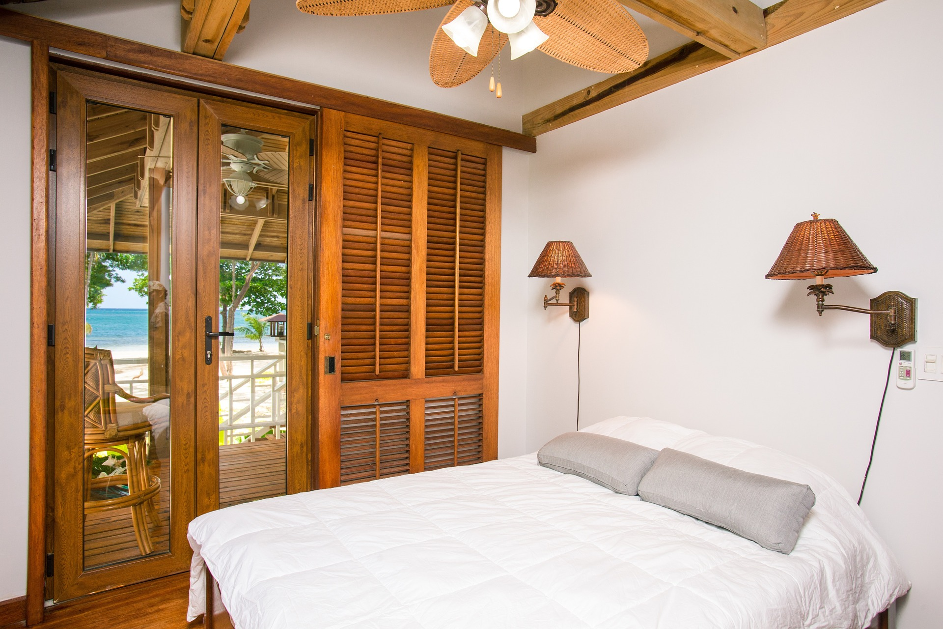 hotel vs airbnb vs hostel which one is right for you