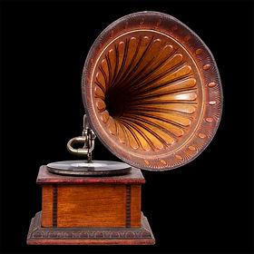 old-gramophone-PCP6LWS.jpg