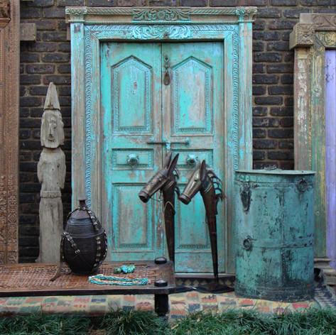Cinda-Hunter-Showroom-courtyard.jpg