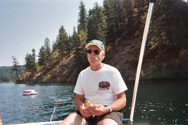 2004 boating - Bob.JPG