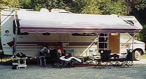2001 Motorhome camping