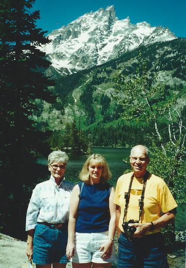 June - Linda,Kath,Dad