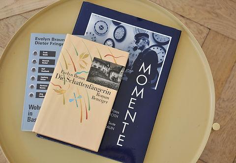 Buchpublikationen Roman die Schattenfängerin, Momete mitChristian Roth, Wohnhaft in Basel mit Dieter Fringeli