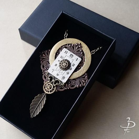 """Collier pendentif """"L'oréole et la plume"""""""