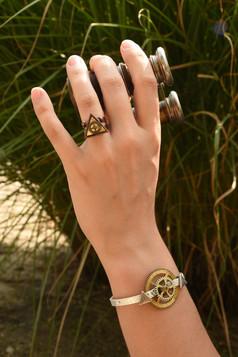 Bague cuivre triangle et bracelet rouages