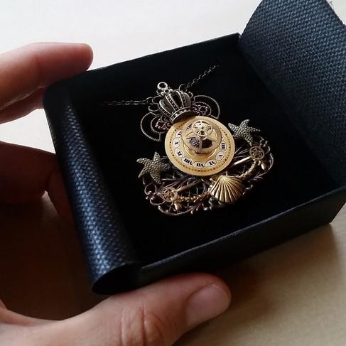 """Collier pendentif """"Reine des mers"""""""