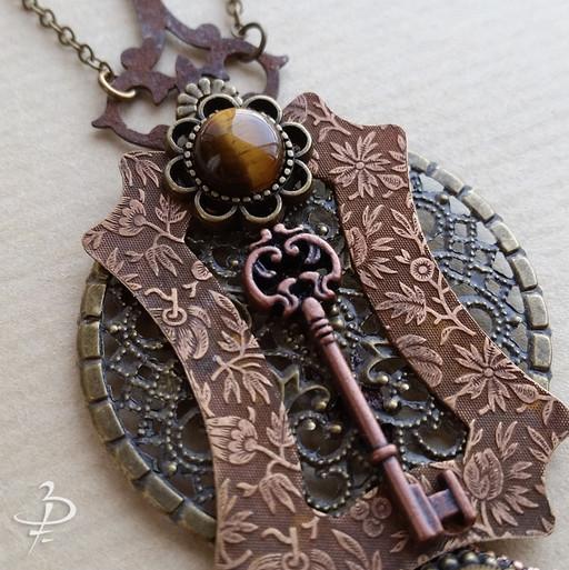 """Collier pendentif """"La clé du jardin"""""""