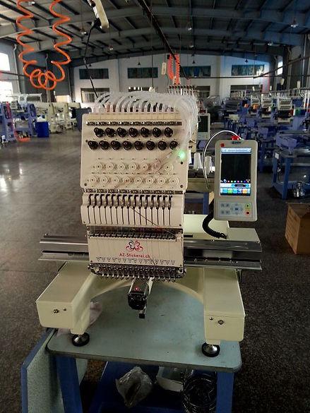 Occasion stickmaschine aus dem Jahr 2015. die Stickmaschine hat 15 nadel und stickt bis zu 1200 stiche prominuten. mit eine Laser pointr kann diese stickmaschine sehr gut besticken