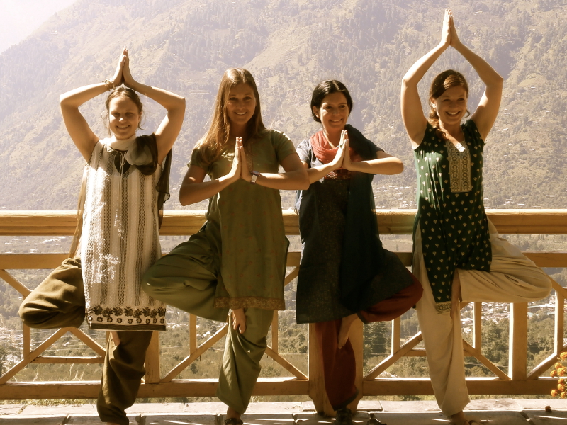 SatsangYoga-HimalayanYogaInstitute-India-Vrksasana-01-800x600.jpg
