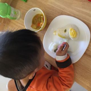 寶寶愛吃飯,只是興致常常被打斷 (1~3歲飲食教養_情緒篇)
