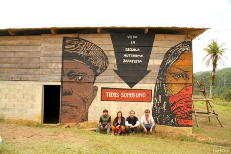 03) Mural Escuela Zapatista EZLN A - Gra